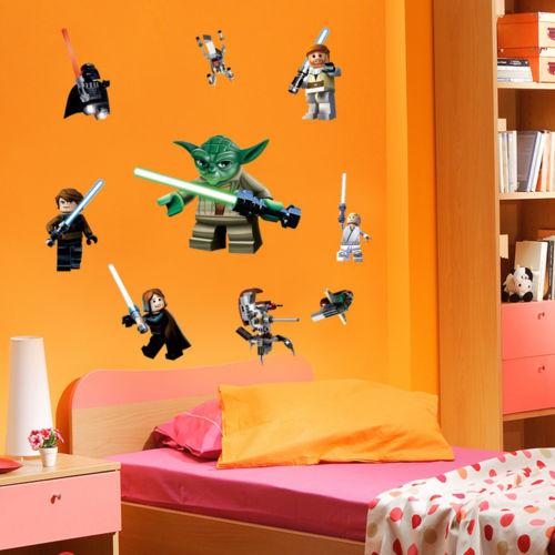 Des stickers muraux Lego pour la décoration des chambres d'enfants garçons comme dans M6 D&CO